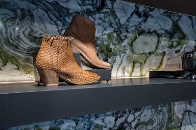 Schoenen bij Caviar Ladies Designer Boutique